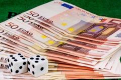 Corta em cinqüênta cédulas do Euro Fotografia de Stock Royalty Free