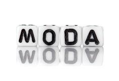 Corta en cuadritos con las letras que forman palabra: moda Fotos de archivo