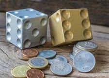 Corta en cuadritos y clasificó de monedas Imágenes de archivo libres de regalías