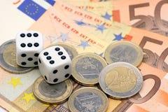 Corta en cuadritos y dinero euro Foto de archivo libre de regalías