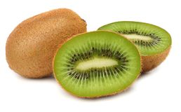 Corta o fruto de quivi isolado no fundo branco Fotos de Stock Royalty Free