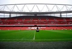 Cortacésped en el estadio de los emiratos fotos de archivo