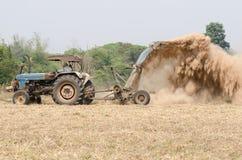 Cortacéspedes del tractor Imagenes de archivo