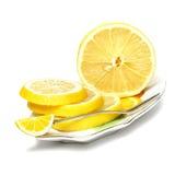 Cortado, limão em uma placa em um fundo branco Imagens de Stock Royalty Free
