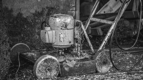 Cortador de grama velho Imagens de Stock Royalty Free