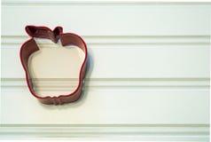 Cortador de la galleta de Apple Foto de archivo