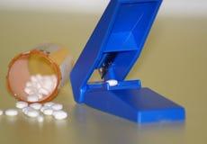 Cortador de la píldora Imagen de archivo libre de regalías