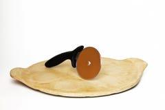 Cortador de la pizza en piedra de la hornada Imagen de archivo libre de regalías
