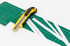 Cortador de papel del cuchillo Imágenes de archivo libres de regalías