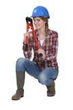 Cortador de tornillo de la explotación agrícola de la mujer Fotos de archivo libres de regalías