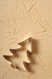 Cortador do bolinho da árvore de Natal Fotos de Stock Royalty Free