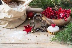 Cortador-família da cookie do homem do pão do gengibre Imagens de Stock Royalty Free
