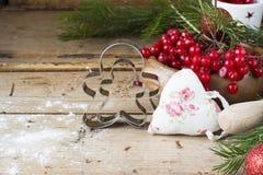 Cortador-família da cookie do homem do pão do gengibre Imagem de Stock Royalty Free