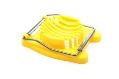 Cortador plástico amarillo del huevo. Imagen de archivo