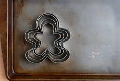 Cortadores de la galleta de los hombres de pan de jengibre Imágenes de archivo libres de regalías