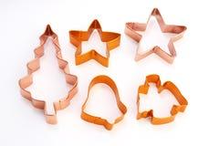 Cortadores do bolinho do Natal foto de stock