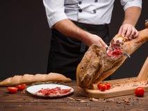 Cortando o jamon espanhol Hamon tradicional imagem de stock royalty free
