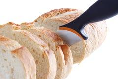 Cortando o pão Imagens de Stock Royalty Free