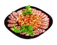 Cortando a salsicha, o bacon e a salsa fumados no preto Fotos de Stock Royalty Free
