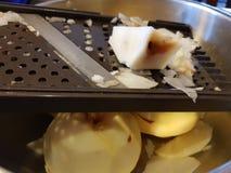 Cortando uma maçã para o descascador Imagens de Stock Royalty Free