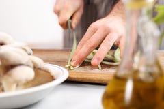 Cortando vegetais da faca Imagem de Stock