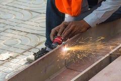 Cortar el acero grande con los cortadores del plasma Foto de archivo