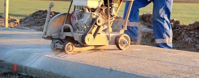 Cortar el concreto Foto de archivo