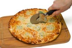 Cortar la pizza de queso cuatro Foto de archivo libre de regalías