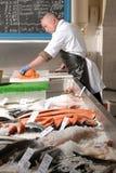 Cortar salmones fumados Fotografía de archivo libre de regalías