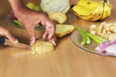 Cortar verduras Foto de archivo libre de regalías