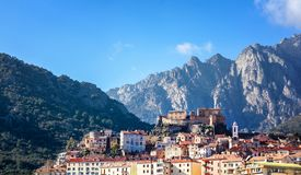 Corte,山的一个美丽的城市在Corsic海岛上  免版税库存照片