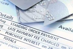 Corte acima o cartão de crédito Fotografia de Stock