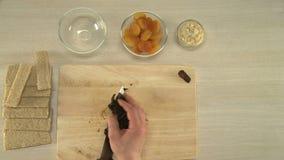 Corte ameixas secas e seque apicots video estoque