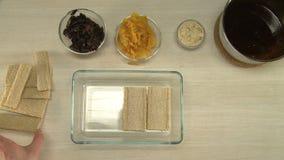 Corte ameixas secas e seque apicots filme