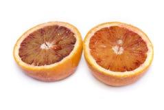 Corte anaranjado adentro aislado a medias en un fondo blanco Imágenes de archivo libres de regalías