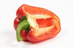 Corte as pimentas doces vermelhas isoladas no fundo branco Fotos de Stock Royalty Free
