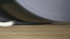 Corte com a serra circular no CNC da madeira da máquina de trituração video estoque