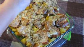 Corte da cebola As cebolas de Finely Chops The do cozinheiro video estoque