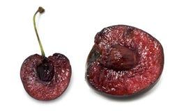 Corte da fruta da cereja sobre o branco Fotos de Stock Royalty Free