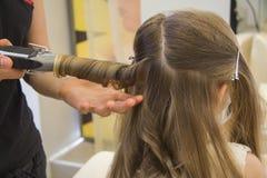 Corte de cabelo da menina Fotos de Stock