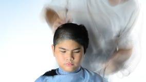 Corte de cabelo dos meninos HD video estoque
