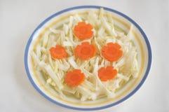 Corte de la col y de la zanahoria Foto de archivo libre de regalías