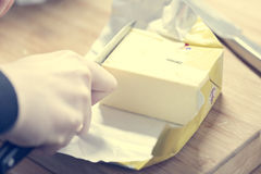 Corte de la mantequilla Imágenes de archivo libres de regalías