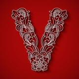 Corte de papel, letra branca V Fundo vermelho Ornamento floral, estilo tradicional do balinese Imagem de Stock