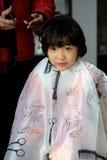 Corte de pelo de la muchacha imagen de archivo libre de regalías