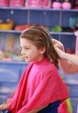 Corte de pelo de la niña Foto de archivo libre de regalías