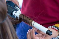 Corte de pelo del ` s de las mujeres peluquero, salón de belleza Estilo de la suavidad y de la falta de definición para el fondo  imagen de archivo libre de regalías