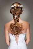 Corte de pelo hermoso con las pequeñas flores Imagen de archivo libre de regalías