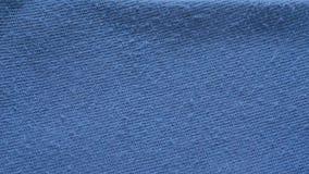 Corte de pelotillas en la ropa de la camisa del flannelle almacen de metraje de vídeo