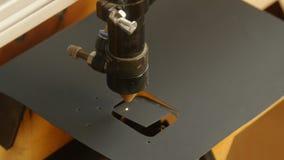 Corte del laser de la madera almacen de metraje de vídeo